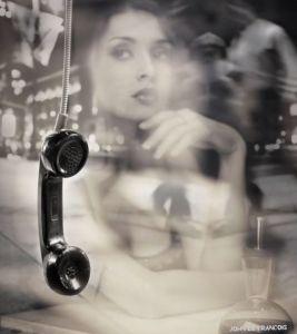 mujer y telefono